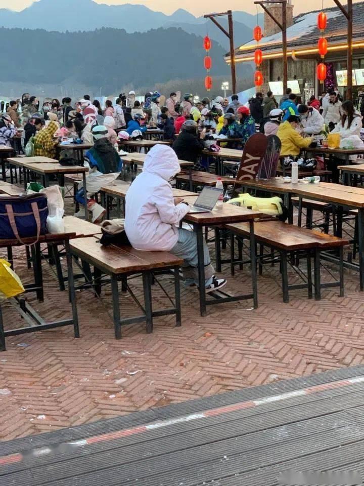 长城爬到一半被迫加班 网友纷纷晒图:太有共鸣了的照片 - 14