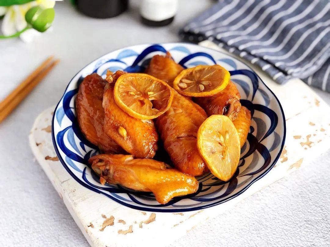 柠檬蜂蜜烤翅:甜中带一点点酸,很清新,很好吃