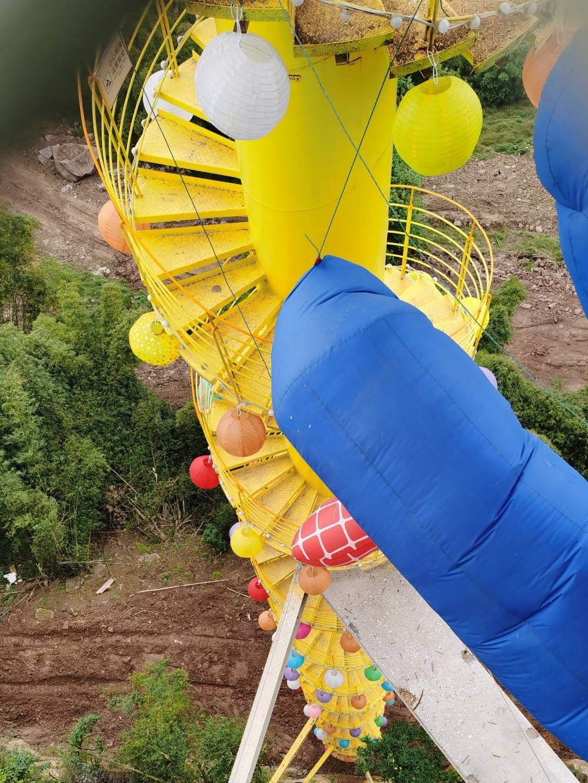 重庆4500度悬崖旋转楼梯火了 网友:8D重庆,不愧是你!