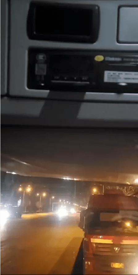 货车司机被罚2000元扣车后服毒自杀,当地卡友称系统掉线难察觉、罚款很常见