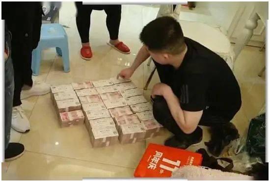 """惊呆了~郑州男子冒充""""局长""""诈骗三千万!千万房产两套,地板夹缝还藏三百万现金!"""