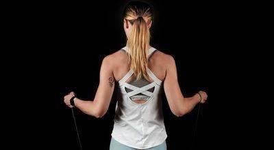 因为背部肌肉群交错复杂,成为训练难题,可以学习背部训练技巧_进行