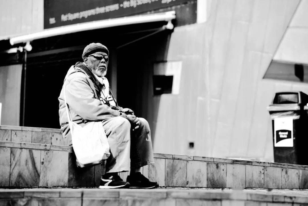 挪威独居老人死后近10年被发现,养老金停止发放但账单继续扣费