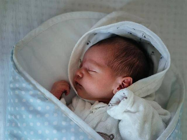 37周出生的宝宝算足月吗?还用得住保温箱吗?