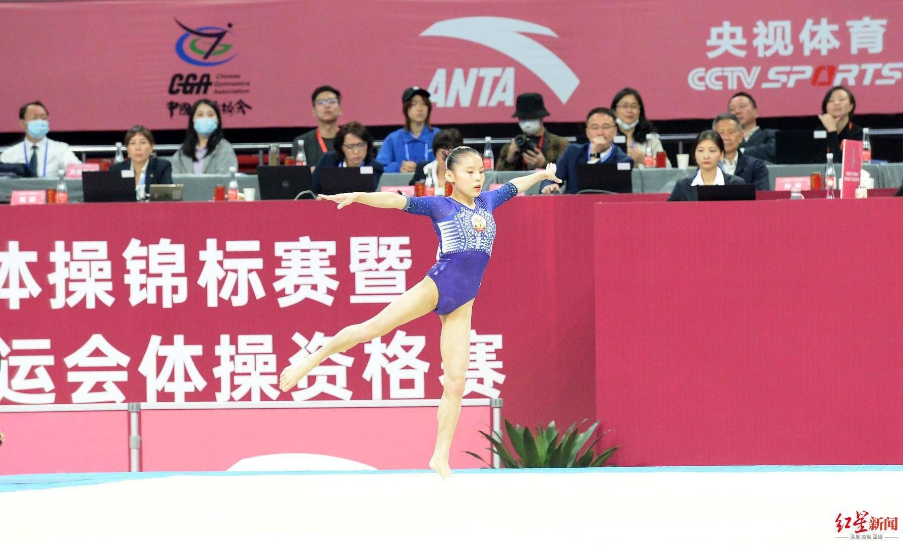 从深圳专程来蓉 体操全锦赛场场