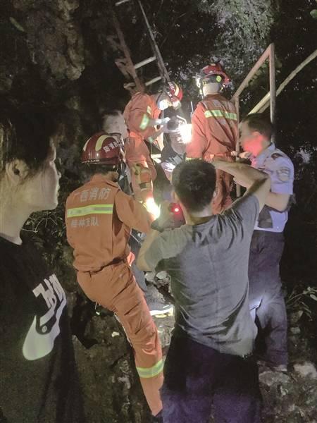 阳朔人口_游客阳朔爬山被困救援人员成功施救