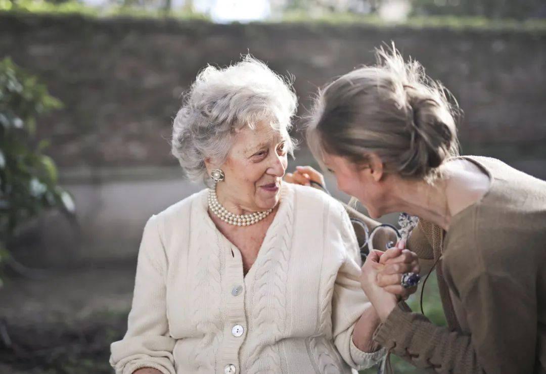 奶奶说未婚夫妈妈不尊重她,我该怎么做? 老婆特别恨我妈怎么办