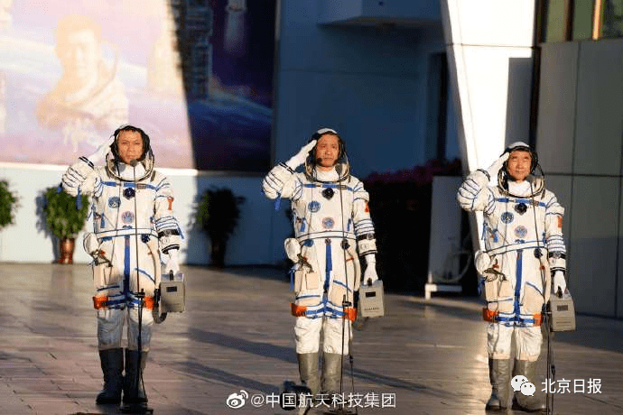 北京时间2021年6月17日清晨,神舟十二航天员出征!