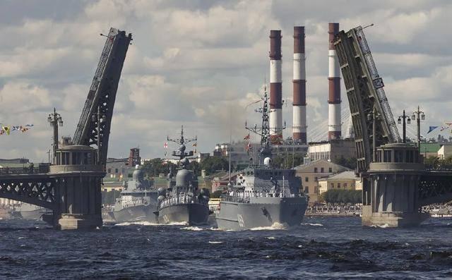 俄防长:今年俄海军节阅兵规模将超过以往,巴基斯坦等国派战舰参加