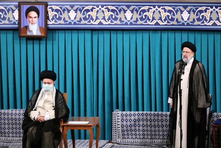 伊朗最高领袖哈梅内伊正式批准易卜拉欣·莱希为新任总统