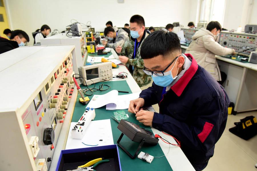 职业学校的困境:从不被看见的职校生,到欠缺保障的劳动力