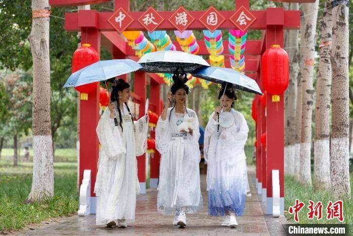 西山永定河文化带非遗民俗大会暨中秋游园会在京举办