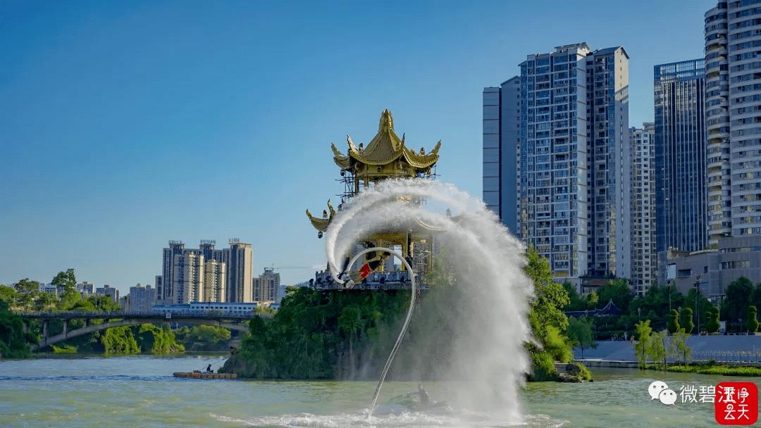 """【聚焦2021""""旅游两会""""】别眨眼!看中南门水上飞人和独竹漂绝技"""