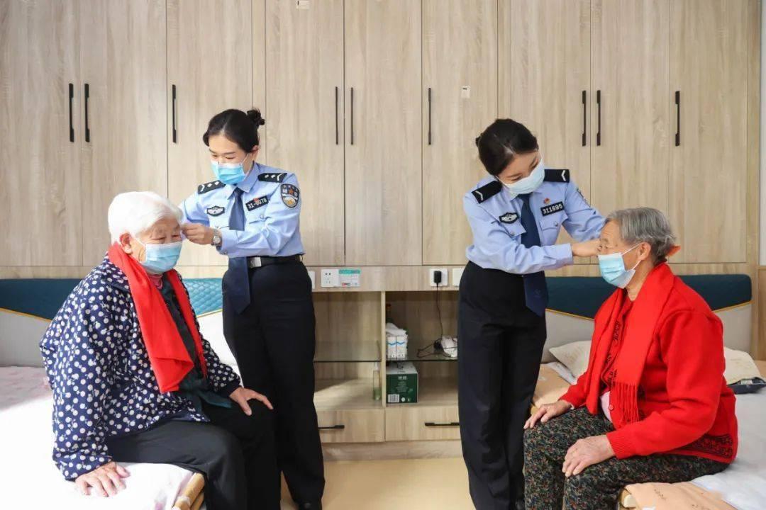 【网络中国节·重阳】情暖重阳节 警民一家亲